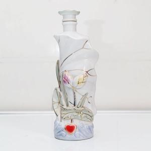荷花纹高档陶瓷酒瓶